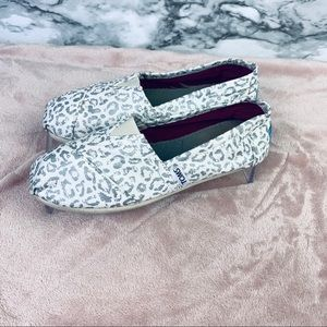 Toms Classic White Snow Leopard size 6 womens